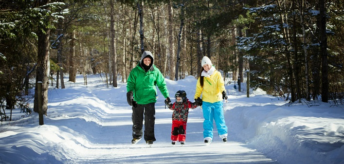 The Arrowhead skating trail is fun for all ages. (Photo: Muskoka Tourism)