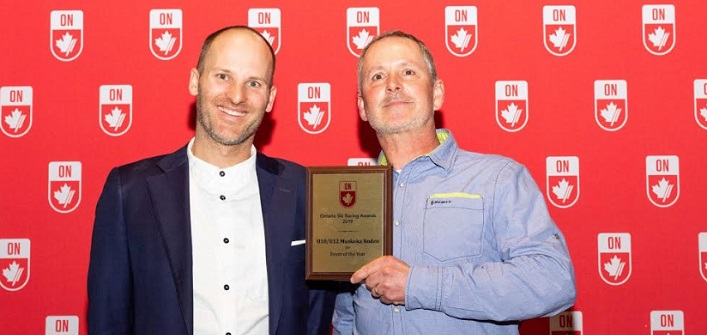 Bruce Howell (right) receives the Alpine Ontario Event of the Year award for the Muskoka Ski Club's annual rodeo (Alpine Ontario / Facebook)
