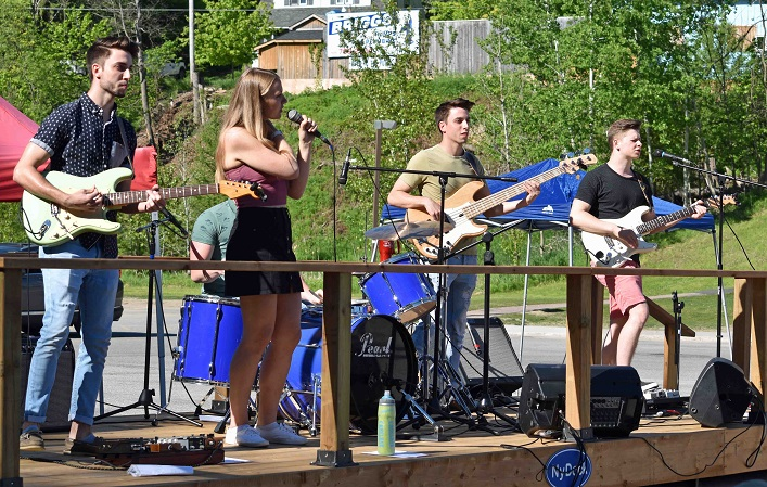 Tonic Lane was one of the bands that kept runner motivated and entertained