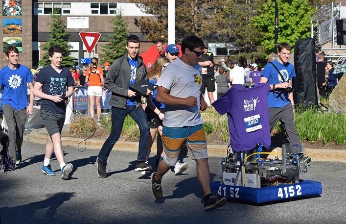 Robots can race, too. Hoya Robotics brought their robot to the kids' fun run.