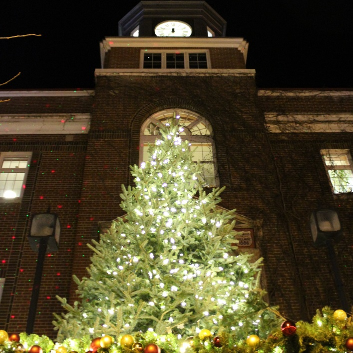 3...2...1... Lights! The Downtown BIA once again lit a beautiful tree at Town Hall