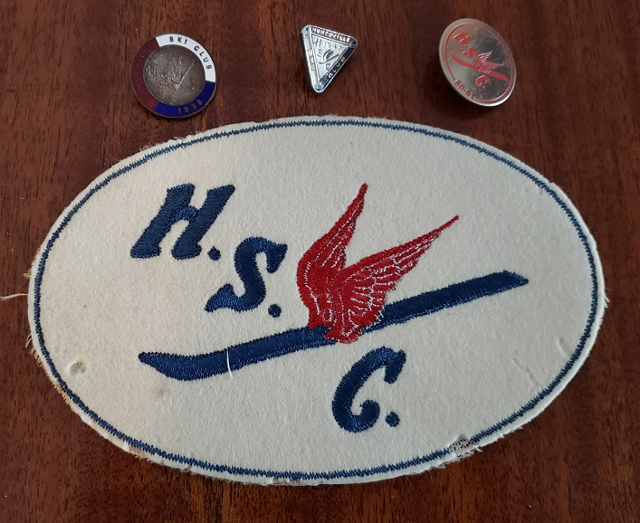 Crest and pins with the Huntsville Ski Club logo, designed by Harold Briggs (supplied)