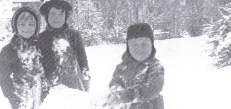 Martha Briggs Watson, Susan Kellock and David Stone build a snowman (Courtesy of Martha Briggs Watson)