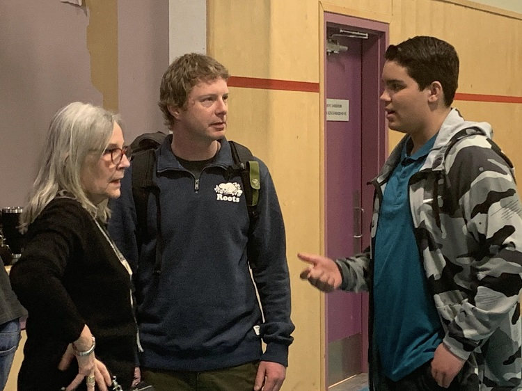 (From left) TRC Commissioner Marie Wilson and Tawingo teacher Fraser McTurk talk with Grade 7 Tawingo student Ryan Sawyers (supplied)