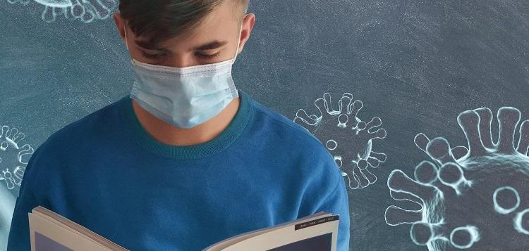 student wearing mask (Alexandra Koch / Pixabay)