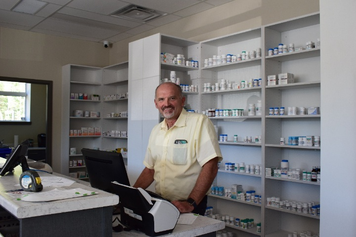 Pharmacist Bill Coon (Mandi Hargrave)