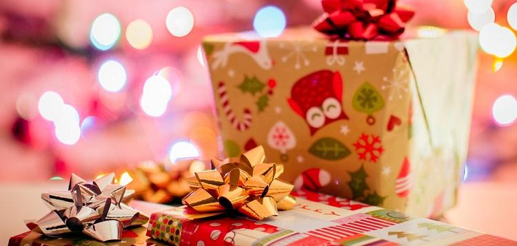 Christmas presents (Photo: StockSnap on Pixabay)