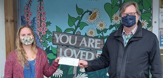 Tim Withey (right) of Withey Insurance Brokers presents a $2,000 cheque to Heather Cassie of The Table (supplied)
