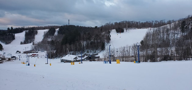 HVHSA awaits skiers early the morning of Dec. 22, 2020. The ski hill will be forced to close for 28 days as of Dec. 26. (Dawn Huddlestone)