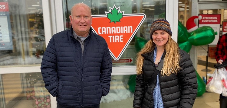 Canadian Tire Huntsville owner Ian McEwen (left) and The Table CEO Heather Cassie (supplied)