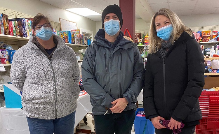 Kristie Hobbs (left), Greg Tripp, and Kristin Higgs delivered food items collected by Spruce Glen to The Table (supplied)