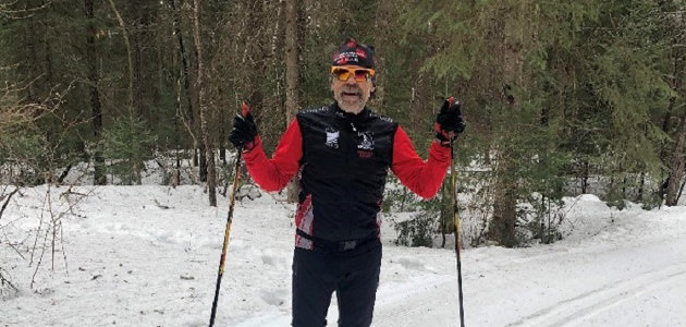 Steve Jones takes a break during his 60km Noppet ski (supplied)