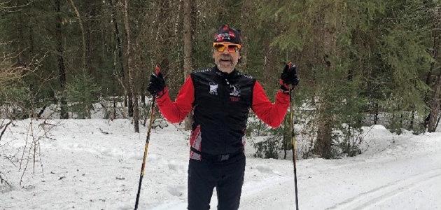 Steve Jones takes a break during his 60km Noppet ski (supplied)
